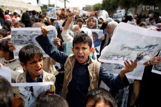 В Ємені кожні 10 хвилин помирає дитина, бо продукти заблоковані у портах