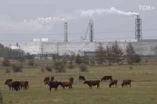 """Чувствуется запах химвещества: эколог утверждает, что """"Крымский титан"""" продолжает отравлять людей"""