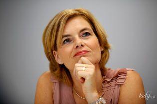 В пудровой блузке и с красивым макияжем: министр сельского хозяйства Германии на интервью