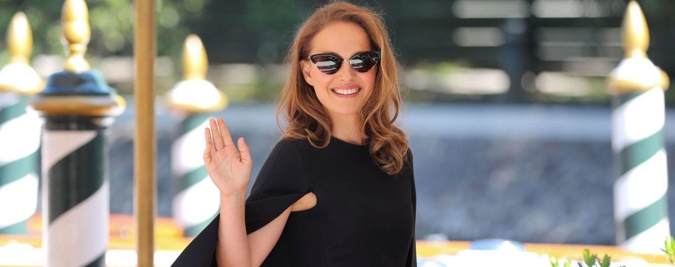 З усмішкою та в сукні Dior: Наталі Портман приїхала на фестиваль у Венецію