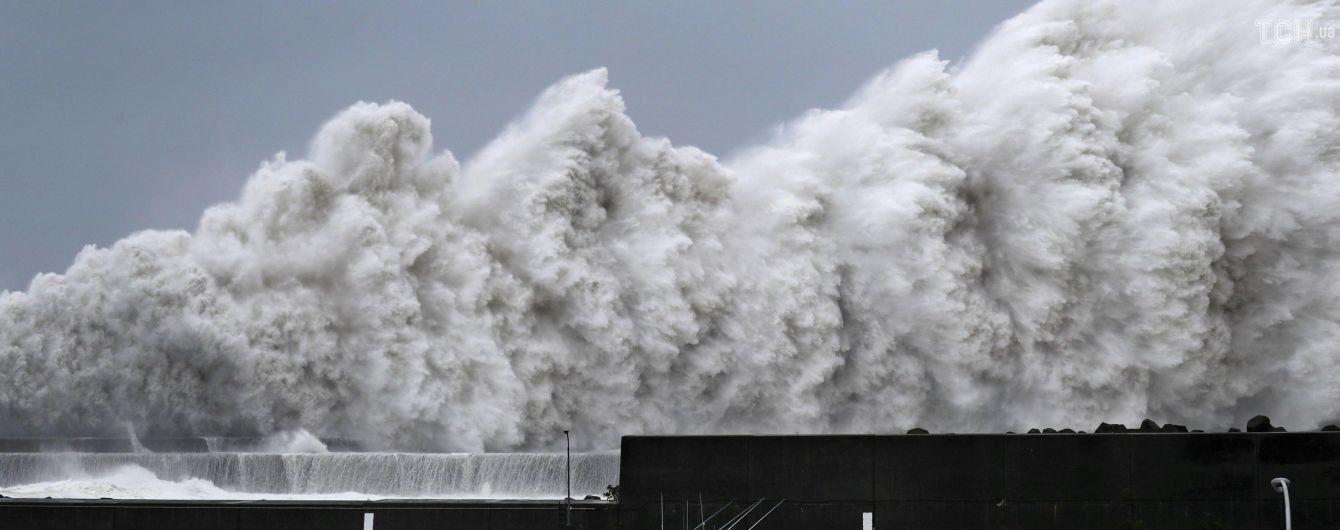 Смертоносный тайфун, который бушует в Японии, скоро может добраться до России