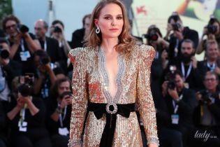 В золотом платье с декольте до талии: роскошный выход Натали Портман на красную дорожку