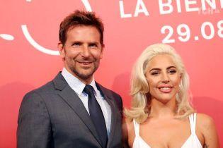Элегантные Леди Гага и Брэдли Купер посетили Венецианский кинофестиваль держась за руки
