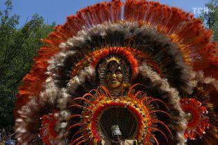 Рога, перья и маски: Нью-Йорк пленил красочный карибский парад