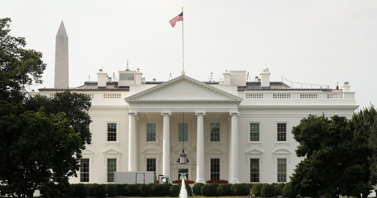 Суд обязал вернуть аккредитацию журналисту CNN, которому запретили доступ к Белому дому