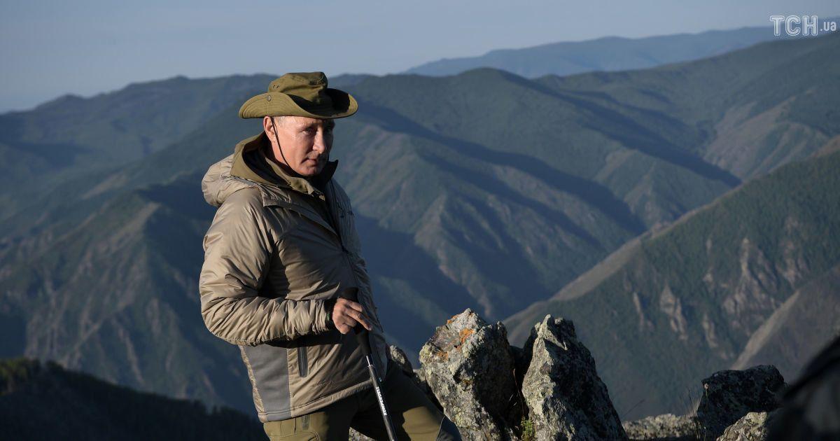 Без оголеного торсу, але з палицею для ходьби. Путін знов відпочив у Сибіру