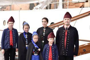У красивих національних костюмах: данська королівська сім'я побувала на Фарерських островах