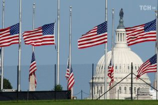 День без Маккейна: Сполученим Штатам співчувають в усьому світі, Москва мовчить