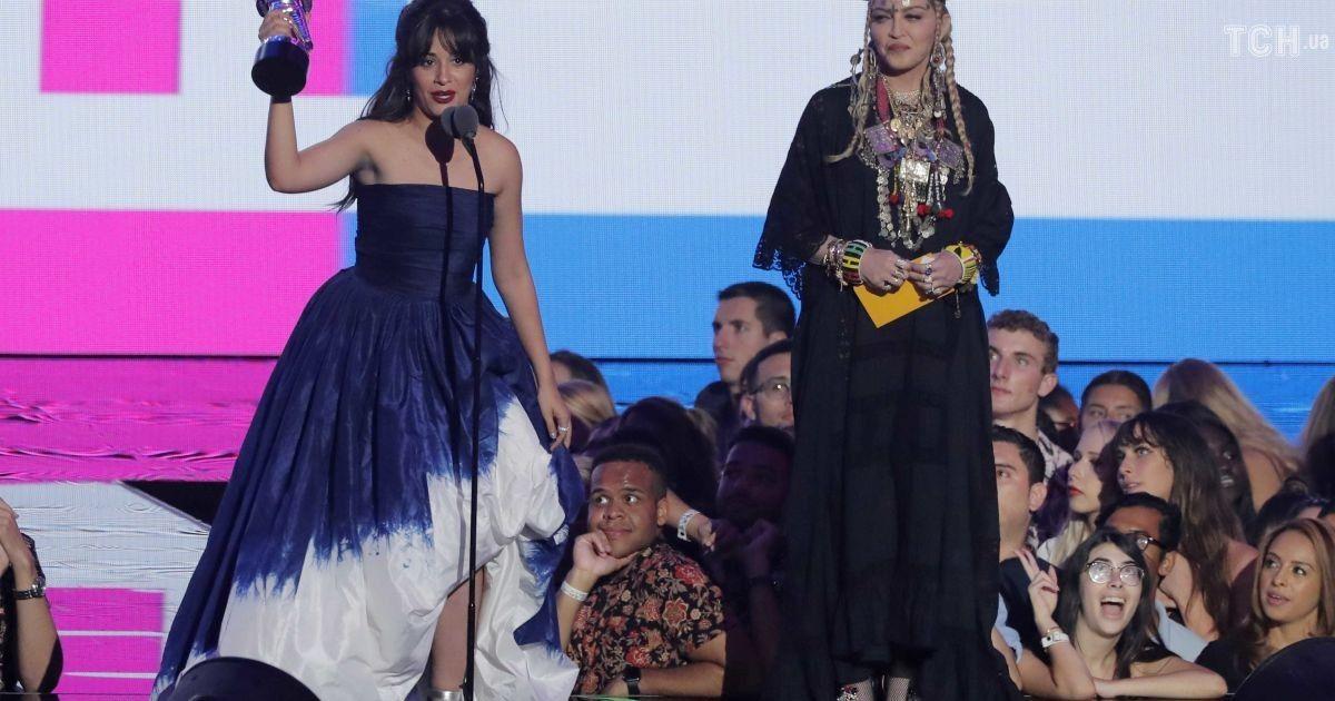 Camila бразильское выпрямление и Мадонна @ Reuters