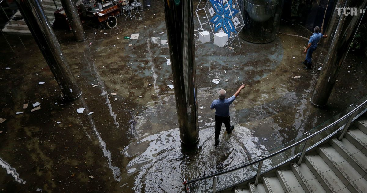 Итоги климатического апокалипсиса: Киев весь день приходил в себя от невиданной грозы