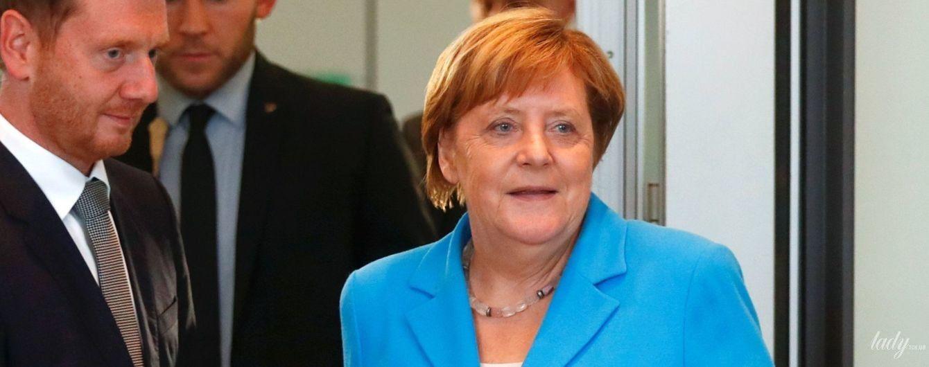 Битва жакетов Ангелы Меркель: красный, голубой и салатовый