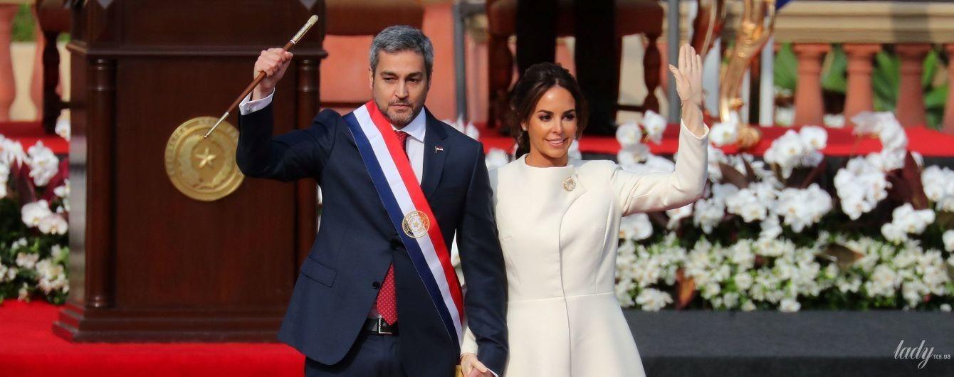 В белоснежном пальто и лодочках: первая леди Парагвая пришла на инаугурацию в роскошном образе