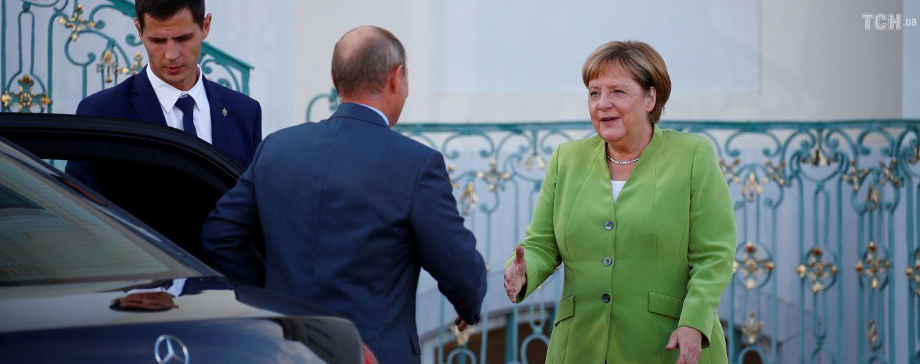Путин обсудил с Меркель транзит российского газа через Украину