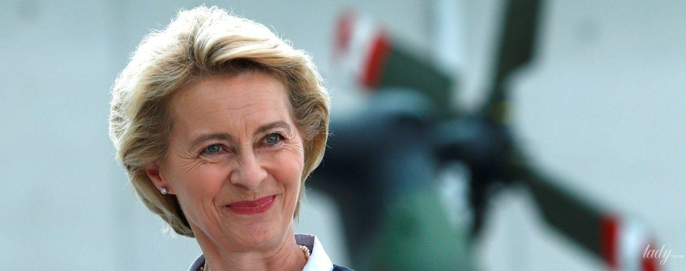 З перловими прикрасами і рожевою помадою: діловий образ міністра оборони Німеччини