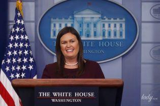 Опять бьюти-конфуз: пресс-секретарь Белого дома пришла на брифинг с размазанной тушью