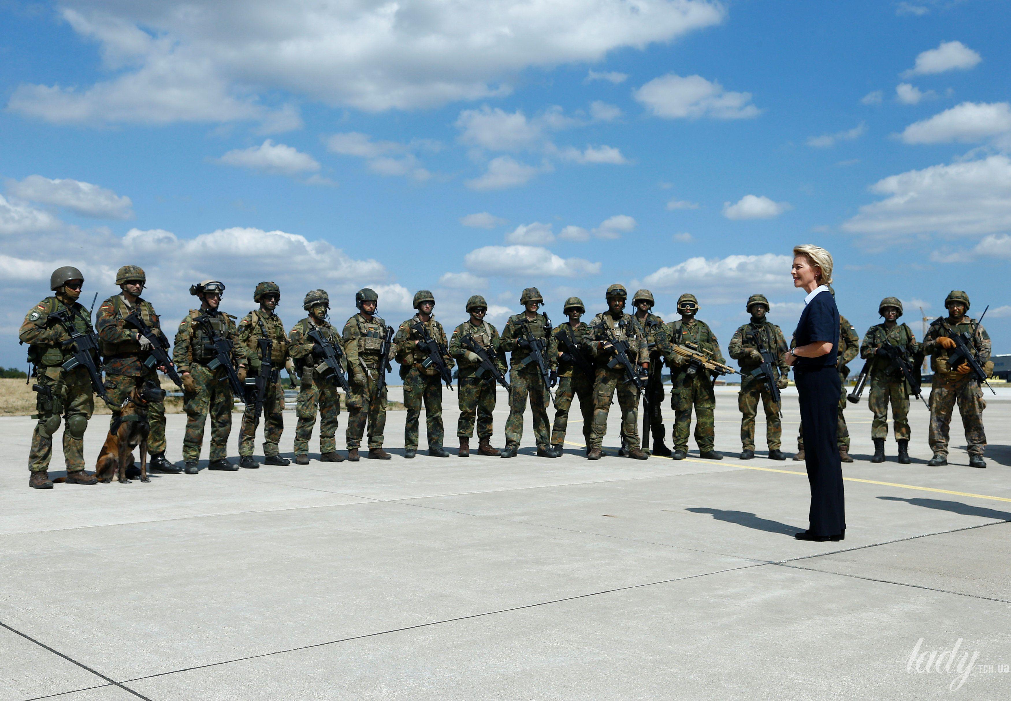 Министр обороны Германии_2