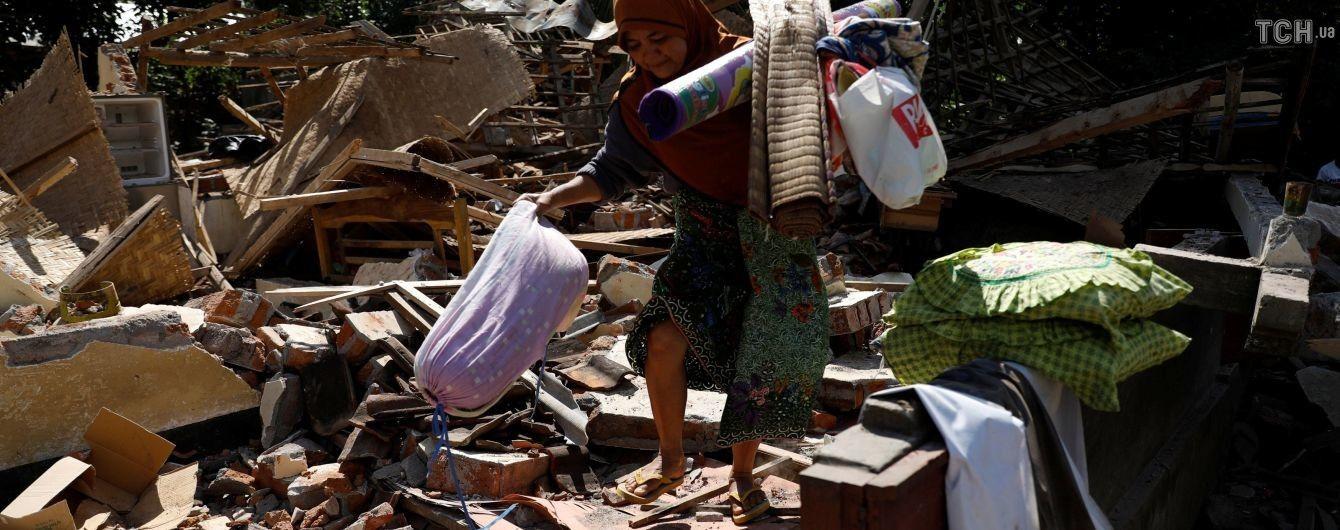 Число жертв в результате мощного землетрясения в Индонезии снова увеличилось