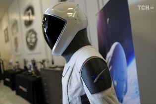 SpaceX Ілона Маска показала нові скафандри для астронавтів NASA від голівудського дизайнера