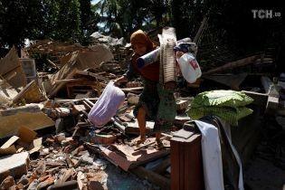 Кількість жертв унаслідок потужного землетрусу в Індонезії знову збільшилась