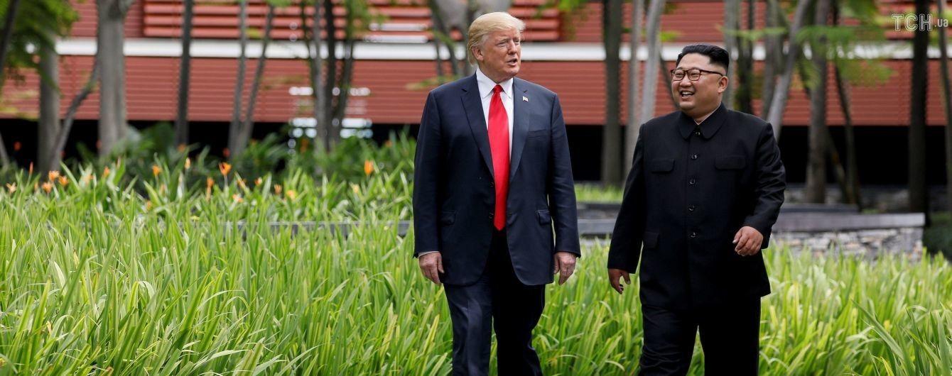 """Трамп рассказал, как они с Ким Чен Ыном """"влюбились друг в друга"""""""