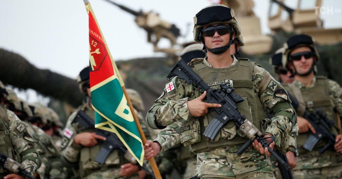 В учениях в Грузии принимают участие около 1300 военнослужащих вооруженных сил Грузии и 500 военнослужащих других стран. Всего в учениях планируется задействовать около 140 единиц военной техники.