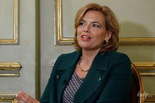 Міністр сільського господарства Німеччини у смарагдовому костюмі прийшла на інтерв'ю