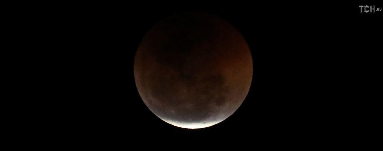 В ночь большого затмения украинцы смотрели в телескопы и загадывали желания