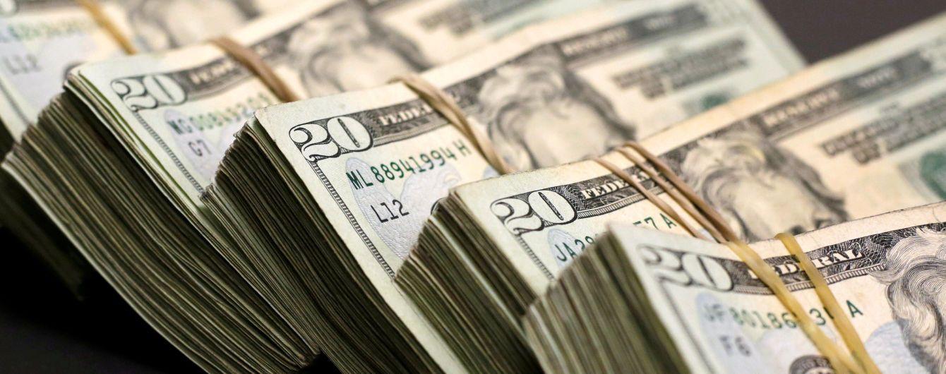 Доллар и евро немного подешевели в курсах Нацбанка на четверг. Инфографика