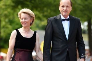 Міністр оборони Німеччини в елегантній сукні і на підборах прийшла на фестиваль