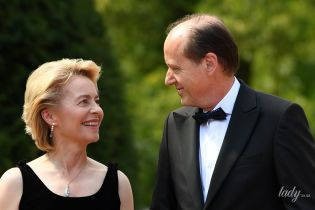 Министр обороны Германии в элегантном платье и на каблуках пришла на фестиваль