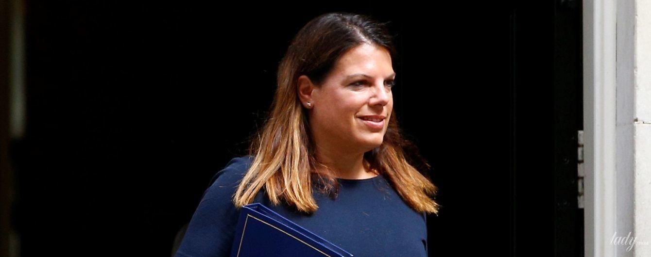 Министр иммиграции Великобритании Кэролайн Ноукс в коротком платье пришла на работу