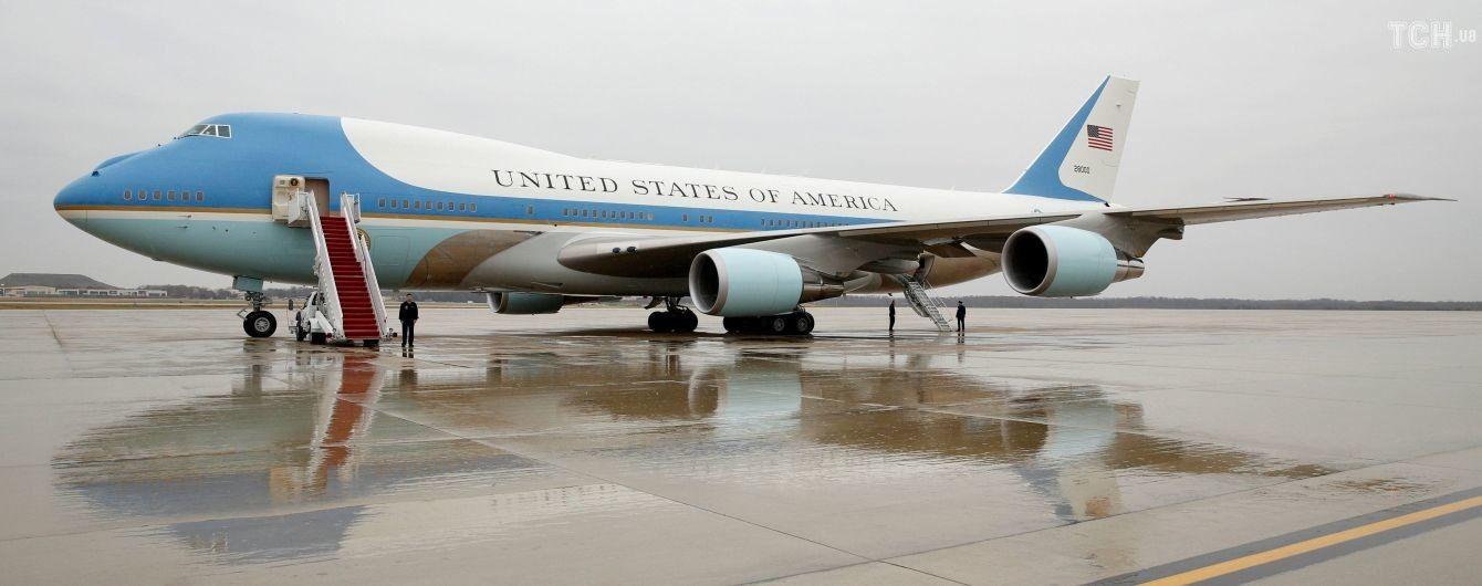 Британець сфотографував американський борт №1 над своїм містом. Він розсекретив візит Трампа до Іраку