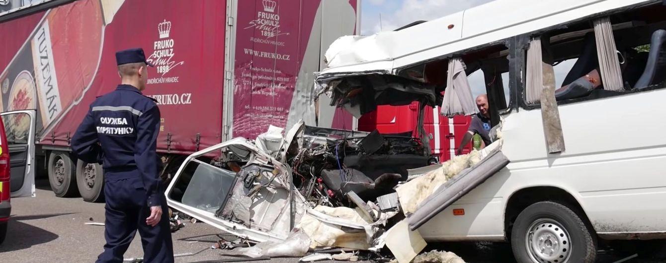 Все о жутком ДТП на Житомирщине: водитель маршрутки не имел права на перевозку пассажиров