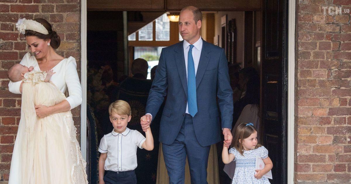 Как прошли крестины принца Луи  улыбающаяся Кейт и сосредоточенный Уильям  (7 фото) f66cae7c7ef14