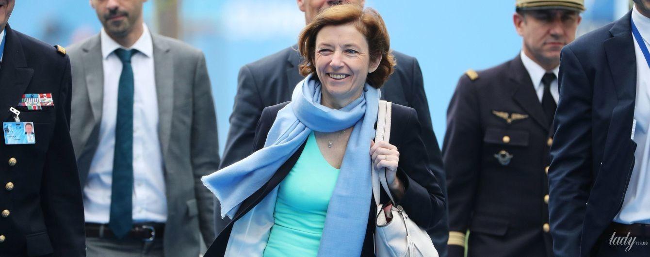 Подвел тонкий трикотаж: министр обороны Франции на саммите НАТО показала больше, чем хотела