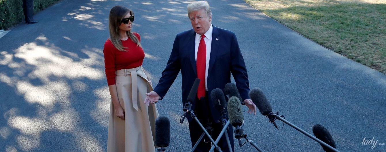 Провела работу над ошибками: Мелания Трамп надела плотное белье под трикотажный топ