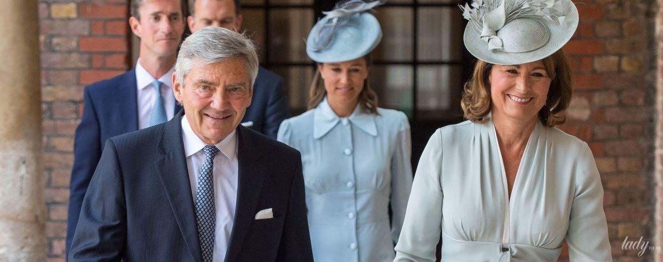 Выглядит прекрасно: 63-летняя мама герцогини Кембриджской - Кэрол Миддлтон, надела на крещение внука красивый наряд
