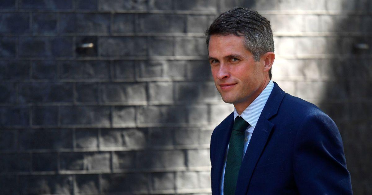 Госсекретарь по вопросам обороны Великобритании пообещал содействовать освобождению моряков из плена