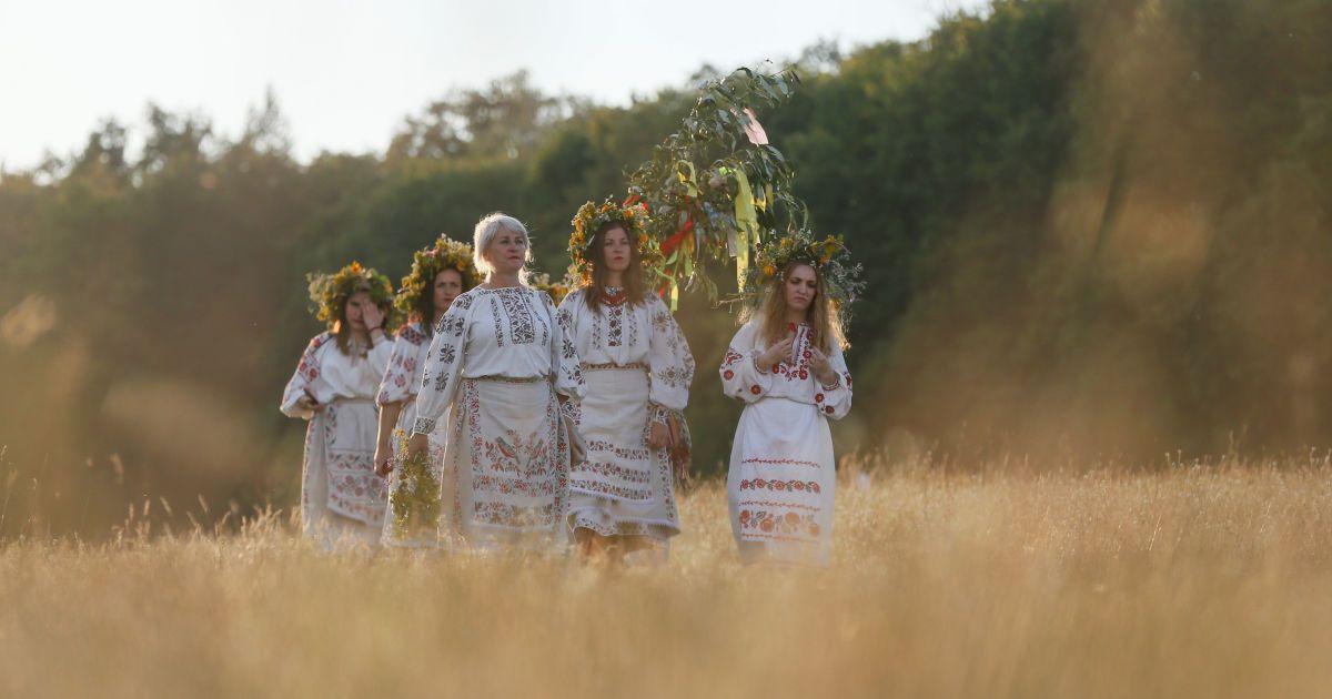 Прыжки через костер и плетение венков. Как в Киеве праздновали Ивана Купала