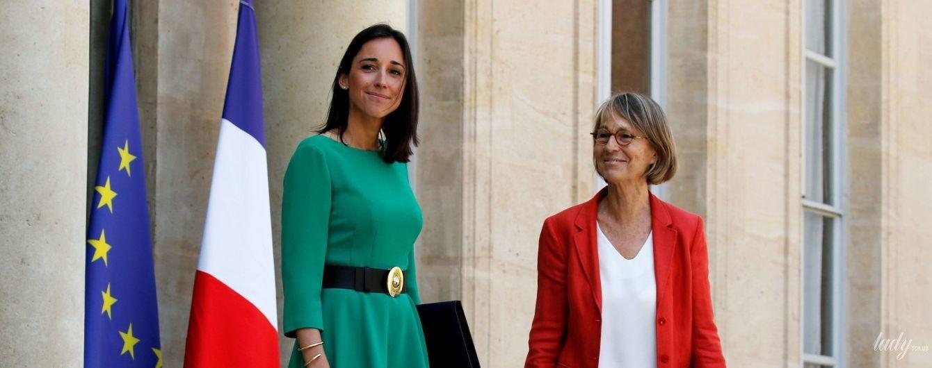 Снова в коротком платье: младший министр экологии Франции продемонстрировала кокетливый образ