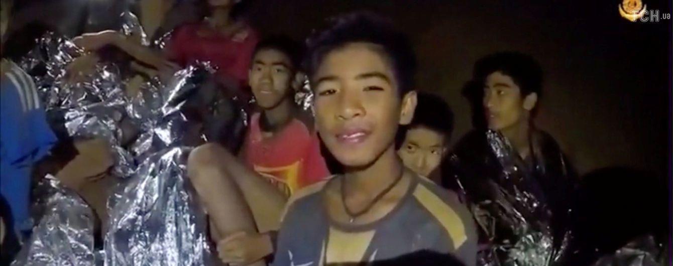 Долгожданное освобождение: спасатели уже вытащили четырех детей из затопленной тайской пещеры