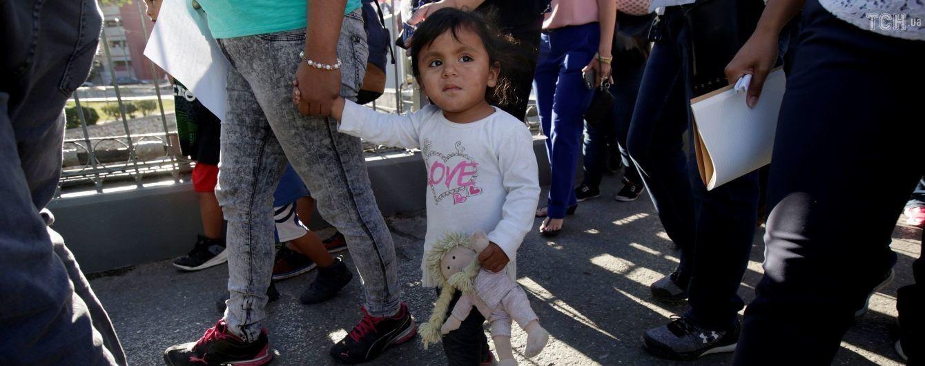 """Недетский кризис: как Трамп """"выстрелил себе в ногу"""", решая проблему мигрантов"""