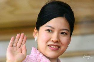 Любовь важнее: японская принцесса отказалась от титула ради свадьбы с простолюдином