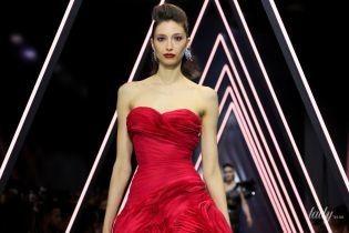 Прозрачные платья, яркие цвета и обнаженные плечи в кутюрной коллекции Ralph & Russo