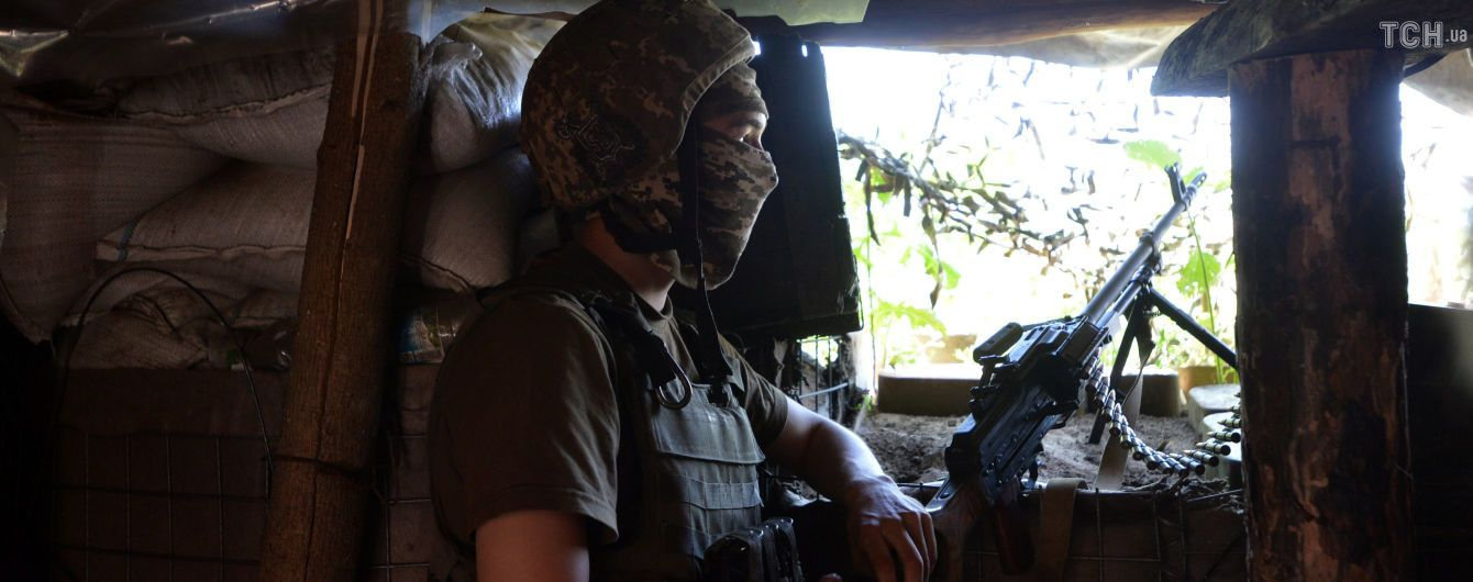 Снайпер-боевик ранил украинского бойца. Ситуация на Донбассе