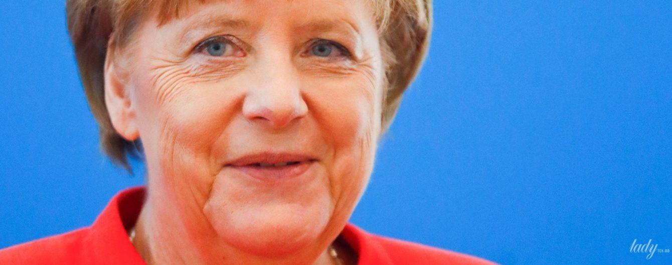 Битва жакетов Ангелы Меркель: бирюзовый, розовый и красный