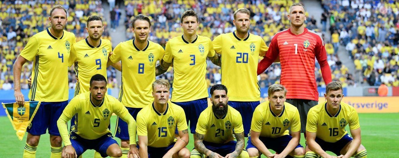 Футболістів збірної Швеції в аеропорту зустріла лише одна фанатка, її проігнорували