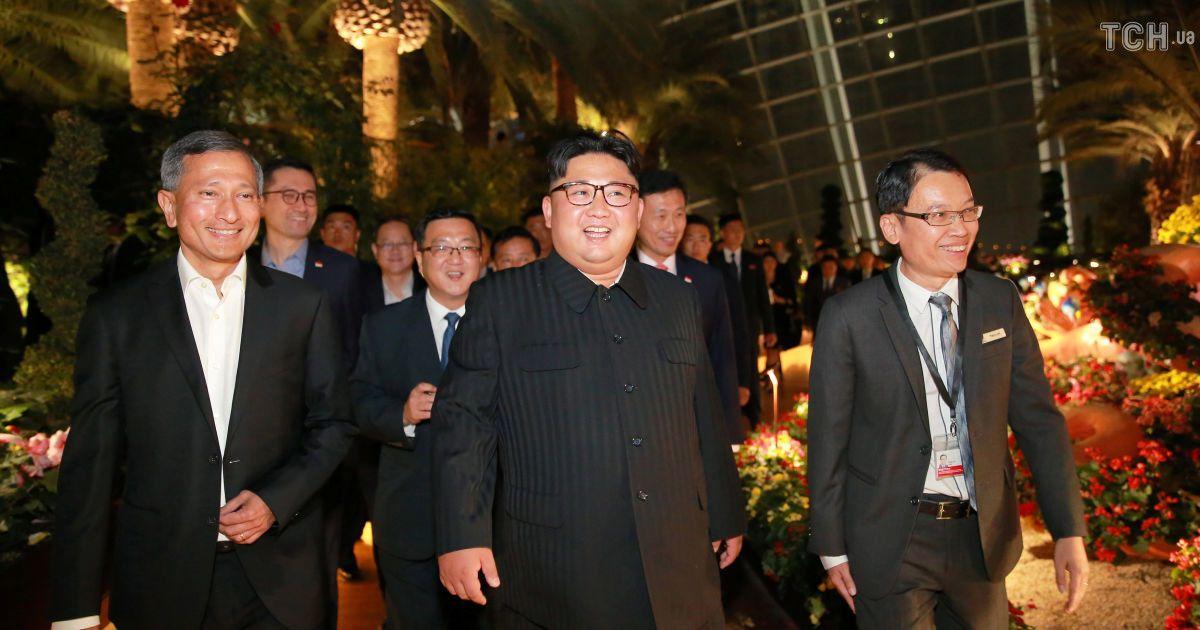 Променад Сингапуром: Ким Чен Ын посетил футуристический парк, сады и модный отель
