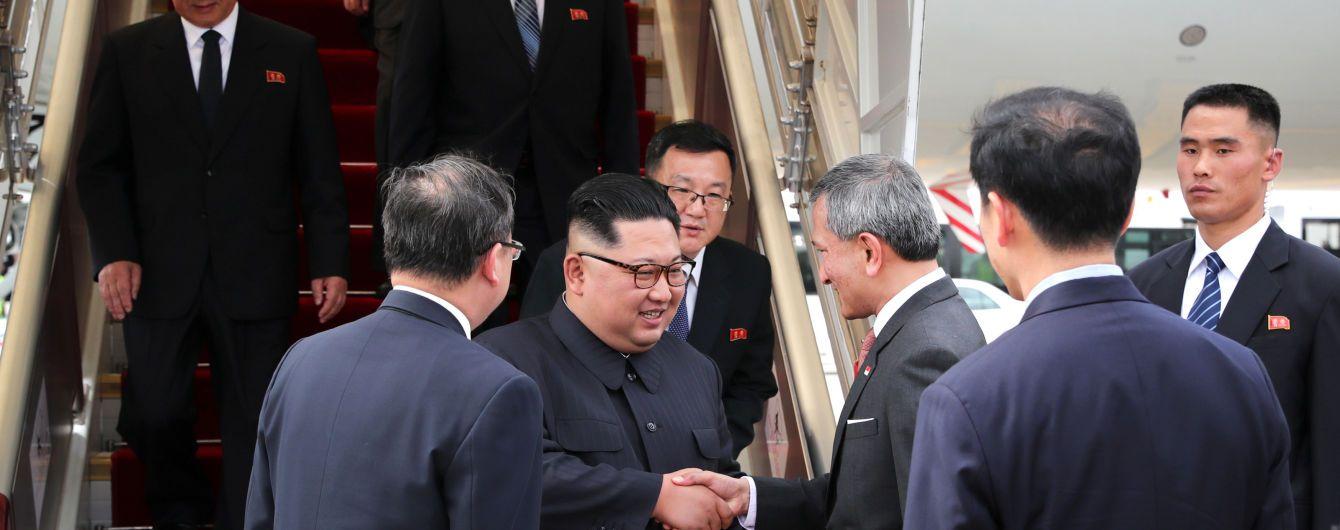 """""""Більше можливості не буде"""". Трамп назвав зустріч з Кім Чен Ином шансом покращити життя в КНДР"""