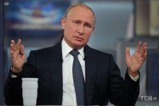 """Во время """"Прямой линии"""" Путина спросили, зачем он """"признает Порошенко"""""""